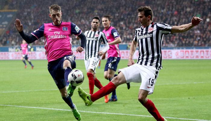 Айнтрахт сыграл вничью с Гамбургом и покинул топ-6