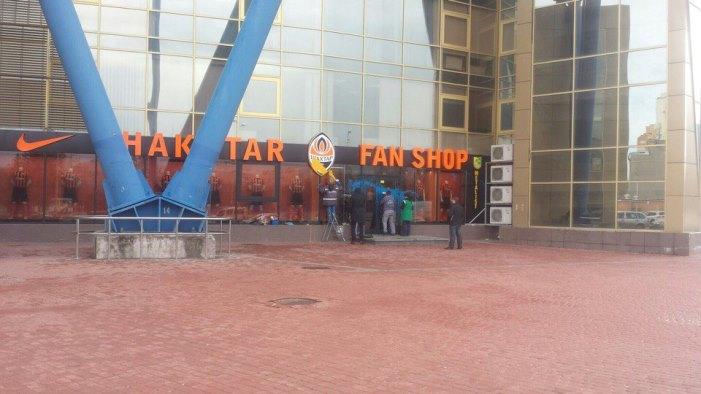 Магазин фанатской атрибутики «Шахтера» в Харькове облили краской