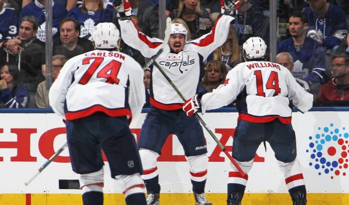 «Вашингтон» вырвал победу у«Торонто» ивышел вчетвертьфинал Кубка Стэнли