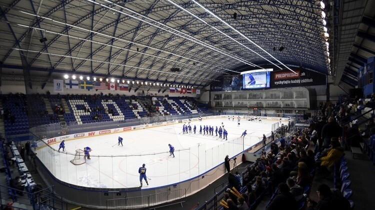 Хоккеисты юниорской сборной США (U-18) победили наЧМ вСловакии