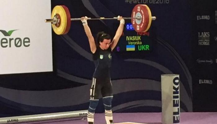 Ивасюк принесла Украине первую медальЧЕ потяжелой атлетике