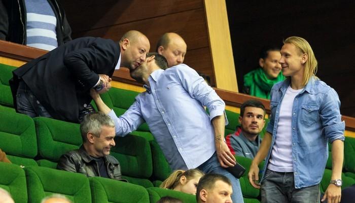Капитан Шахтера и защитник Динамо вместе болели против Украины