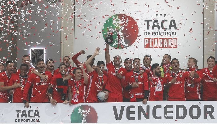 Мяч финала Кубка Португалии доставили арбитру матча надроне