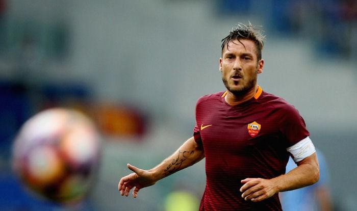 Итальянский футболист Франческо Тотти летом завершит карьеру