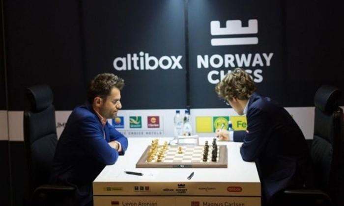 Карякин сыграл вничью сГири вовтором туре шахматного турнира вСтавангере