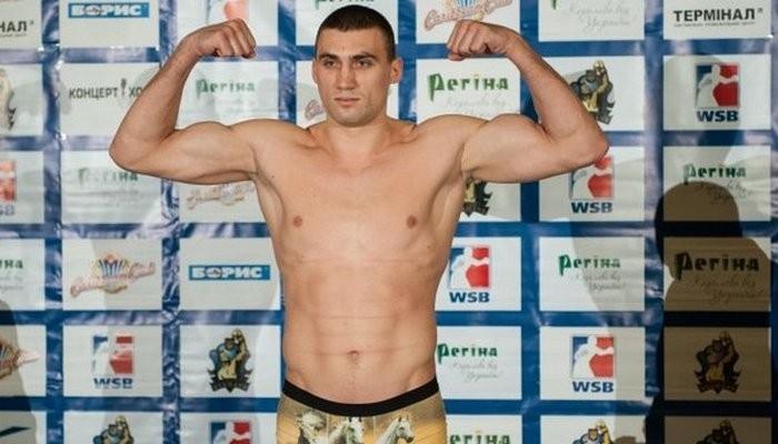 Украинец Виктор Выхрист побил жителя России вполуфинале чемпионата Европы побоксу