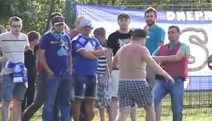 После матча Демня— Днепр произошла потасовка между фанатами гостей иохраной стадиона