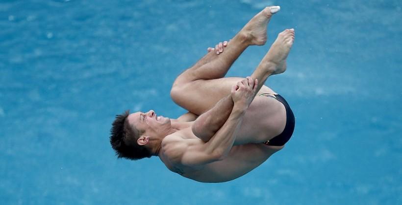 Жители России Кузнецов иЗахаров стали чемпионами мира всинхронных прыжках вводу