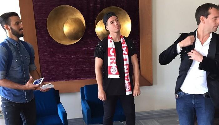 Игрок «Ман Сити» Насри прилетел вТурцию для подписания договора с«Антальяспором»