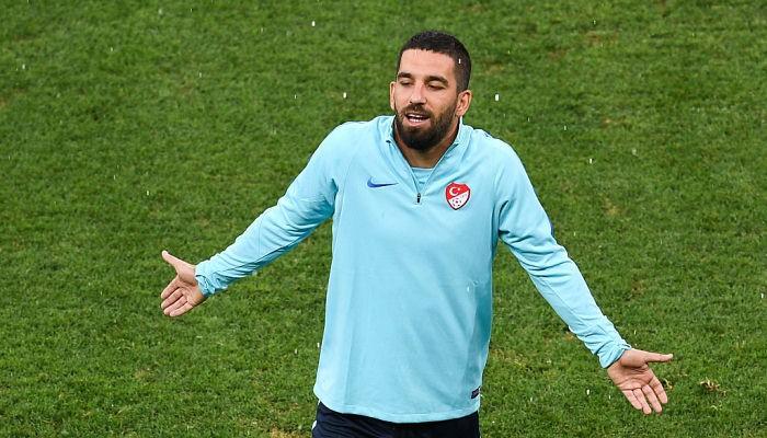 Лидер сборной Турции накануне игры против Украины может остаться без клуба