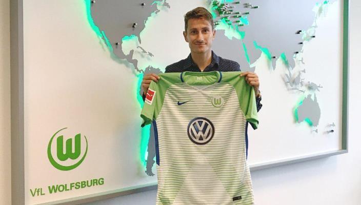 Вольфсбург подписал защитника Аугсбурга