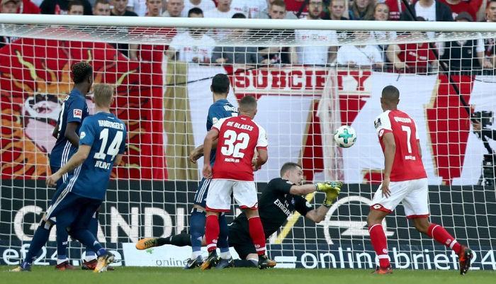 Майнц в результативном матче обыграл Гамбург