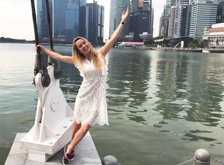 Мугуруса одолела Остапенко вматче итогового турнира WTA вСингапуре
