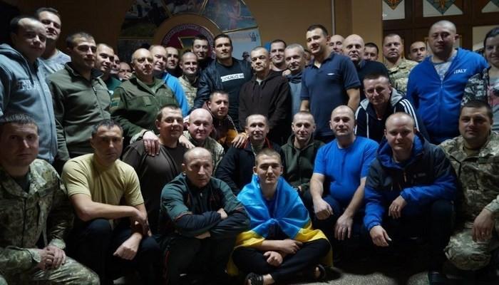 Настоящий патриот! Усик отправился взону АТО, поддержав украинских военных— появились фото