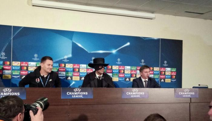 Фонсека сдержал обещание и появился в костюме Зорро на пресс-конференции