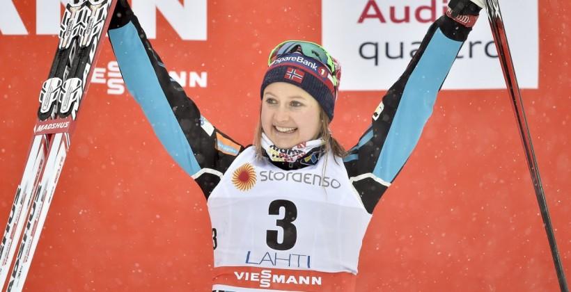Тур де Ски. Остберг выиграла масс-старт, падения Венг и Диггинс