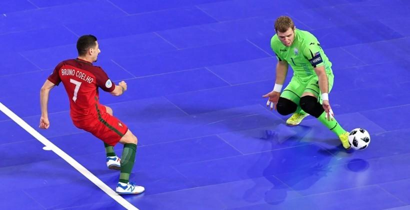 Украина пропустила пять голов и проиграла Португалии на футзальном Евро