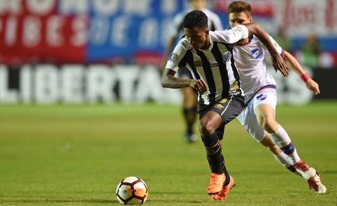 «Он три раза пробросил мяч мне между ног». Известный уругваец специально сломал бразильского таланта