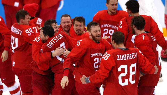 Море икры и водки. Российские хоккеисты гуляли на чемпионате мира на широкую ногу