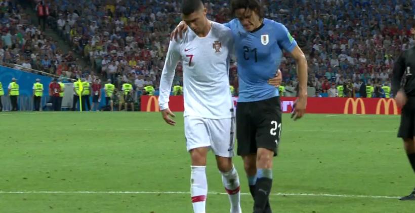 Фейр-плей дня. Роналду помогает травмированному Кавани покинуть поле