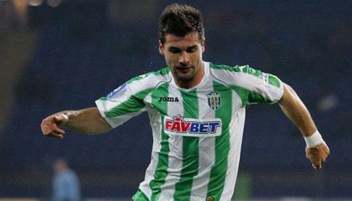 «Кажется, вам футболисты нужны». Бартулович ответил на пост с вакансиями в Карпатах