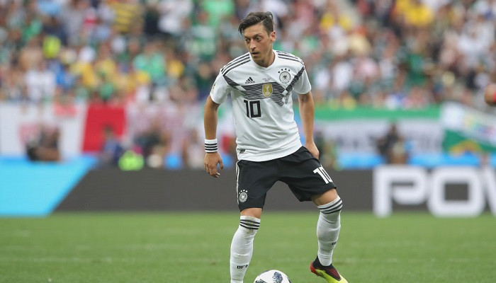 Езил: «Конечно, я все еще поддерживаю сборную Германии»