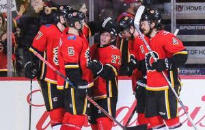 Флеймс догоняют Канадиенс в битве за плей-офф