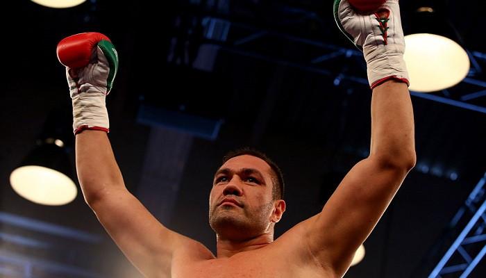 Пулев празднует победу в боксерском поединке
