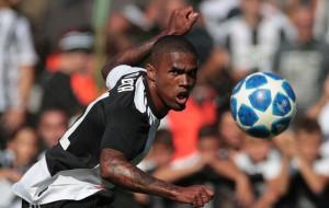 Дуглас Коста подпишет контракт с Гремио до 2023 года