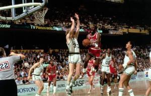 34 роки тому Майкл Джордан встановив рекорд в плей-офф НБА. Але Буллз все одно програли
