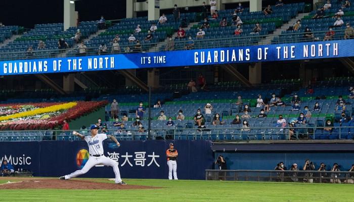 На Тайване начали проводить бейсбольные матчи с фанатами на трибунах