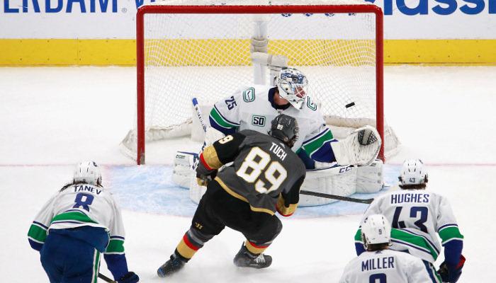 НХЛ: Бостон повів у серії з Тампою, Вегас розгромив Ванкувер
