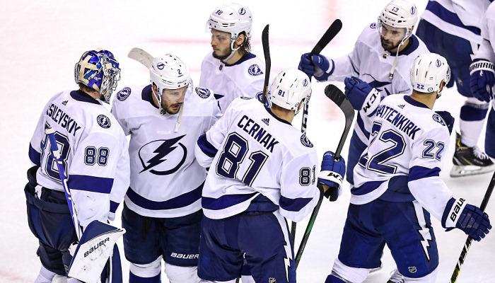НХЛ: Тампа разбила Бостон, Колорадо сократил отставание в серии против Далласа