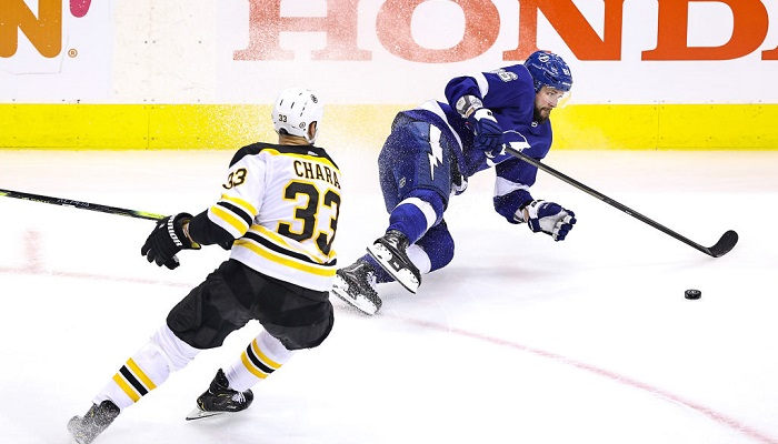 Плей-офф НХЛ: Тампа и Ванкувер сравняли счет в сериях с Бостоном и Вегасом