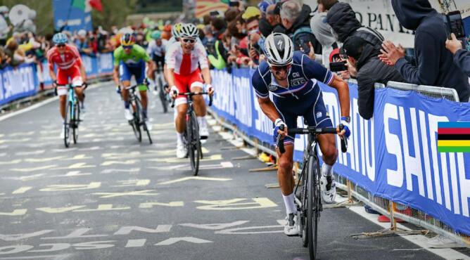 Француз Алафилипп победил в групповой гонке на чемпионате мира по велоспорту-2020