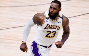 Аллей-уп ЛеБрона — момент дня в НБА (видео)