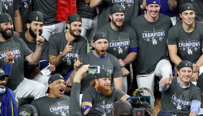 Лос-Анджелес Доджерс выиграли Мировую серию, в финале победив Тампа Бэй Рэйс