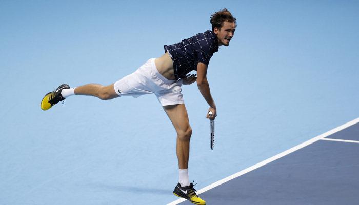 Медведев победил Шварцмана на Итоговом турнире ATP и прошел группу без поражений