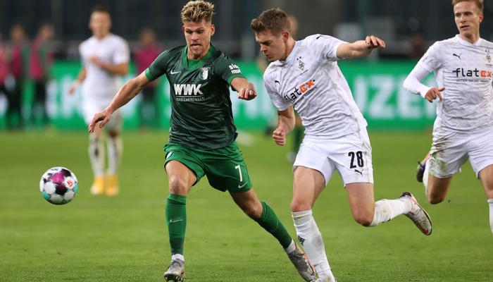 Боруссия М перед матчем с Шахтером не удержала победу над Аугсбургом
