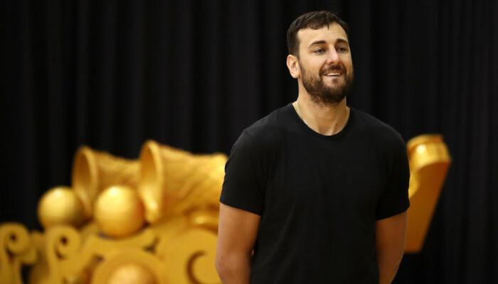Чемпион НБА в составе Уорриорс Богут объявил о завершении карьеры