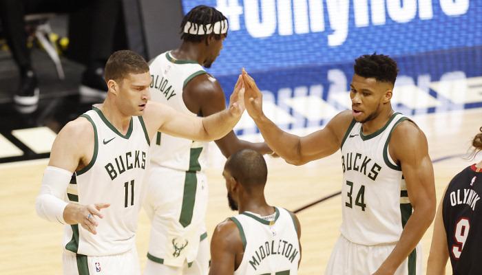 НБА: Мілуокі розгромив Філадельфію, перемоги Нью-Йорка, Сан-Антоніо і Далласа