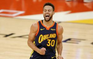 НБА: Голден Стэйт обыграл Денвер благодаря 53 очкам Карри, победы Филадельфии и Нью-Йорка