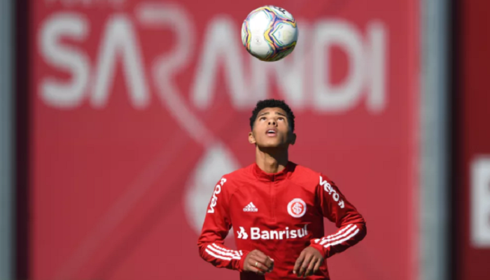 Шахтер предложил 4 млн евро за 17-летнего Винисиуса Тобиаса