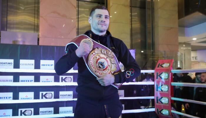 Беринчик победил Санчеса техническим нокаутом в третьем раунде