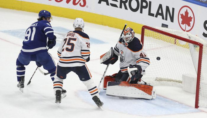НХЛ: Тампа програла Кароліні, Піттсбург сильніший за Айлендерс