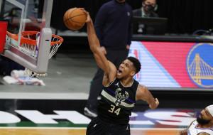 Проход и данк Адетокумбо — момент дня в НБА (видео)
