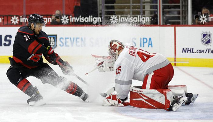 НХЛ: Филадельфия совершила камбэк в матче с Питтсбургом, победы Тампы и Каролины