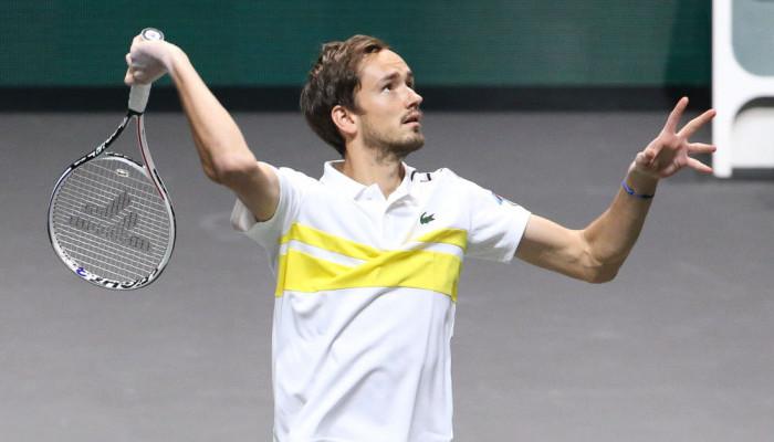 Медведев победил Эрбера и выиграл турнир в Марселе