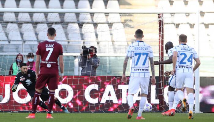 Интер в концовке встречи добыл победу над Торино