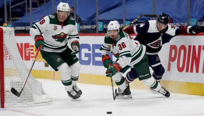 НХЛ: победы Айлендерс и Рейнджерс, крупный успех Колорадо и Аризоны
